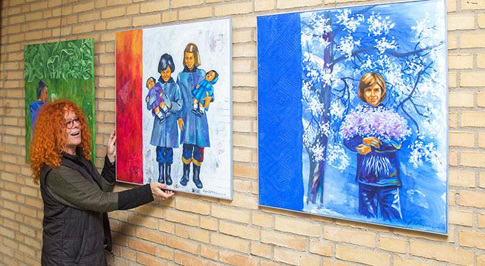 Blandt udstillerne er Karin Baum, Rinkenæs, som udstiller kunstværker om lykke. Foto Søren Gülck