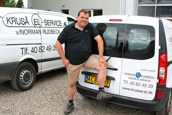 Elektriker Norman Rudbeck driver Kruså El-Service Arkivfoto