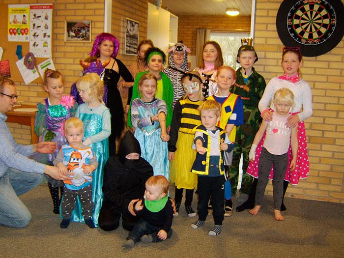 Børnene var festligt udklædte til fastelavnsfesten. Foto Britta Kubiak