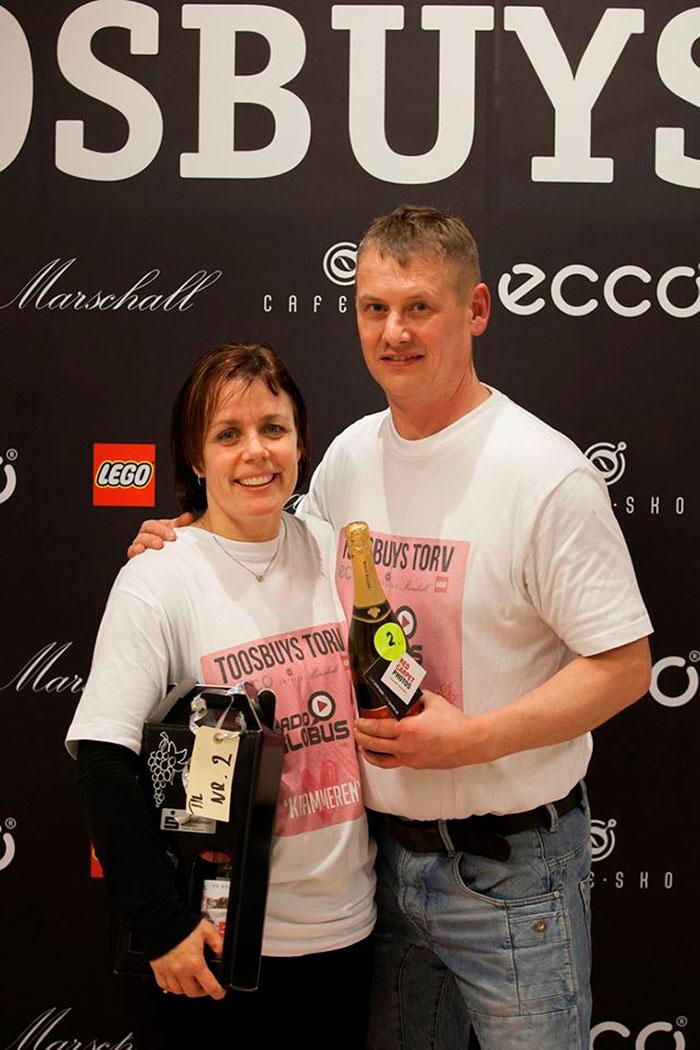 Heidi Laumann og Jesper Thomassen gav hinanden knus i 40 timer, 43 minutter og 42 sekunder.