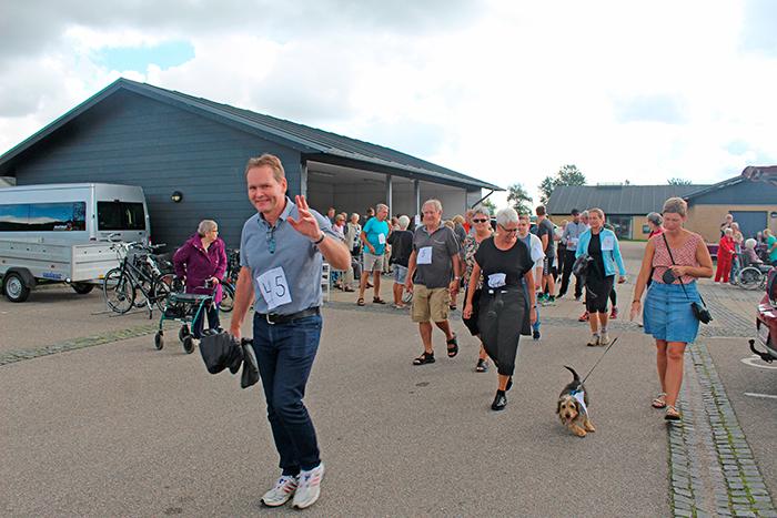 Rigtigt mange enten løb eller gik de 4,5 km til Smedeby Kro og tilbage af Æ Bahnsti
