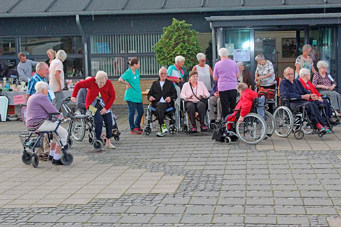 De ældre fra Rønshave Plejecenter nød at komme en tur ud.