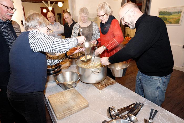 Fællesning er blevet populært i Felsted Forsamlingslokaler. Fotos Jimmy Christensen