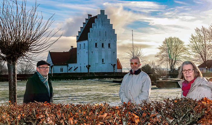 Uffe Gregersen, Frede Amtoft og Bodil Gregersen har samlet mere end 500 protestunderskrifter i Rinkenæs Sogn mod placeringen af et nyt sognehus.