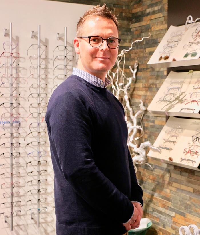 Bleshøy OptikOptikerassistent, Frederik Snejbjerg Pedersen, er blevet ansat hos i Bleshøy. Foto Signe Svane Kryger