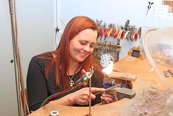 Smykkedesigner Rie Meyer åbner ny butik i Padborg