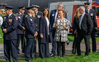 Maria Karolini, projektchef hos Brandkadetter i Danmark, fortæller Prinsesse Marie om ungdomsarbejdet. Foto Lene Neumann Jepsen