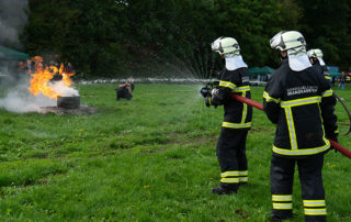 Brandkadetter fra Nordsjælland i gang med at slukke en brand. Foto Lene Neumann Jepsen