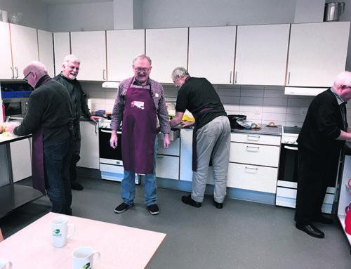 Mænd lærer at lave mad