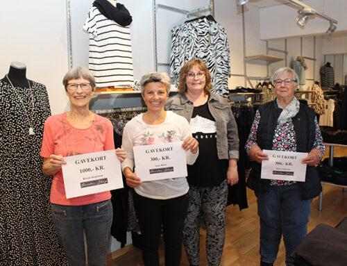 Kunder fejrer åbning af Bentes Shop