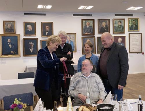 Eva Kjer Hansen modtager Årets Æresrummelpot