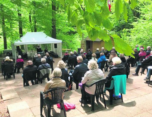 Festlig pinsegudstjeneste i det grønne i Padborg Skov